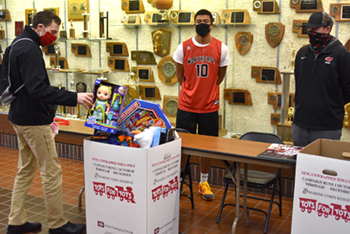 Student Athlete Council collects for Toys for Tots